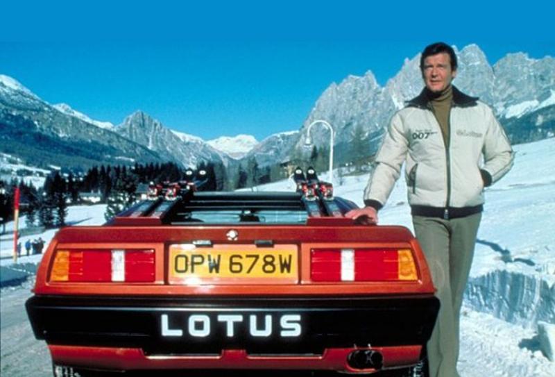 James Bond 007 a Cortina