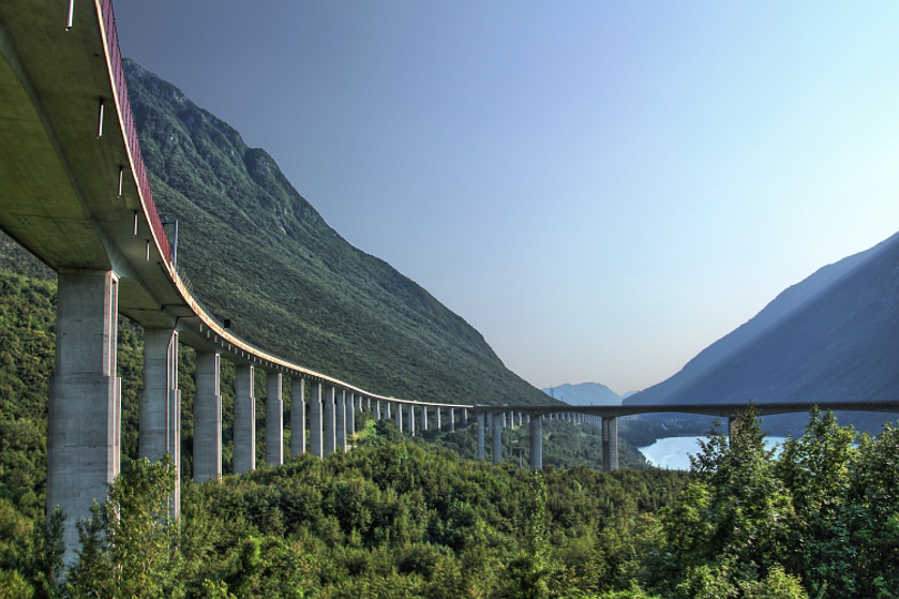 Autostrada A27. Fonte: http://www.mergili.at/worldimages/picture.php?/6768/tags/82-bridge