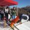 giornalisti sugli sci